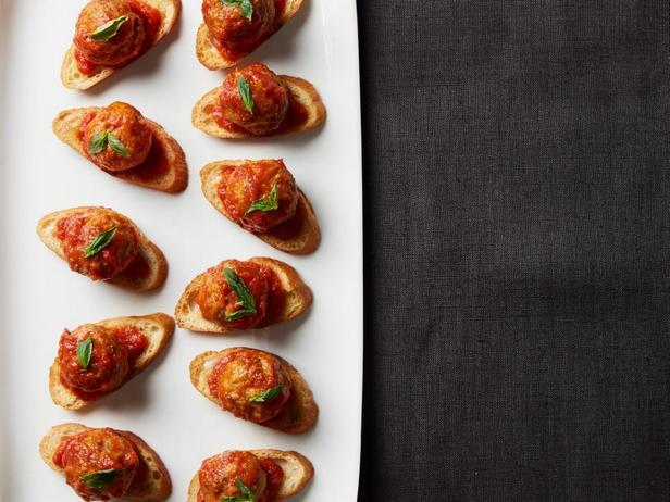 Фотография блюда - Кростини с фрикадельками