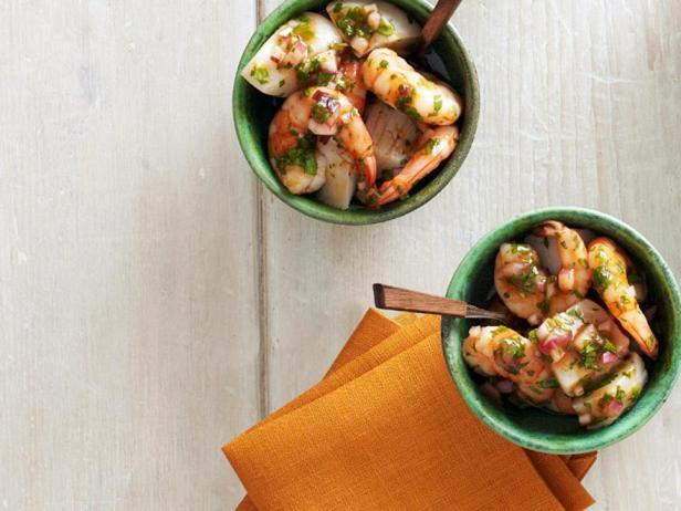 Фотография блюда - Морской коктейль из гребешков и креветок