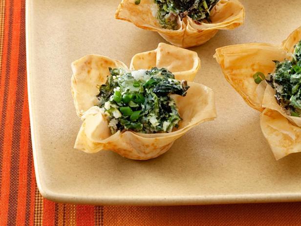Фотография блюда - Тарталетки со шпинатом и козьим сыром