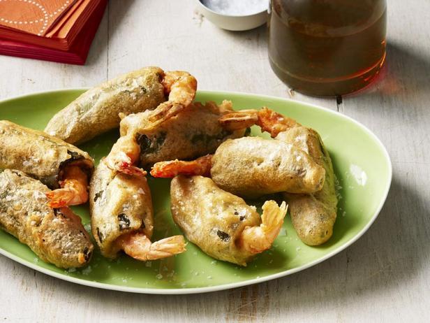 Фотография блюда - Хлопушки из перцев халапеньо с креветками в кляре