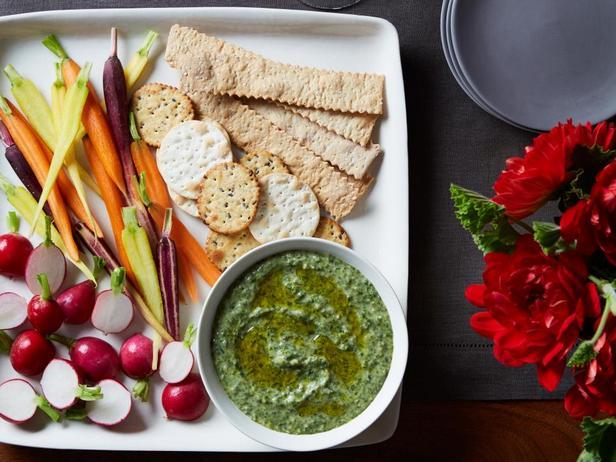Фотография блюда - Густой дип-соус из белой фасоли и эскариоля