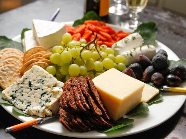 Фотография блюда - Простая сервировка сырной тарелки