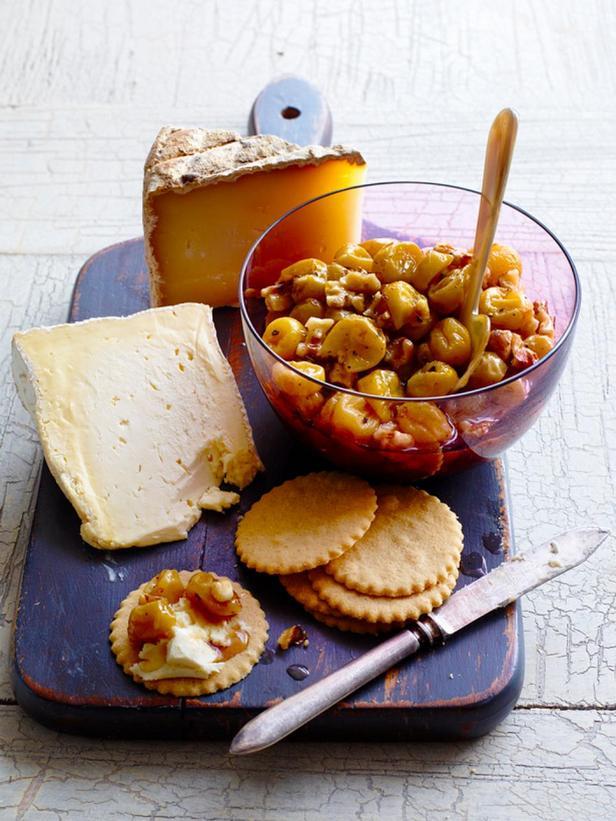 Фотография блюда - Жареный виноград с грецкими орехами