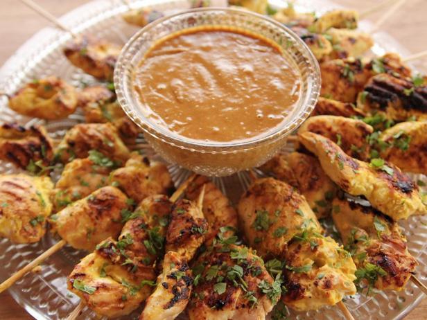 Фотография блюда - Сатэй из курицы с арахисовым соусом