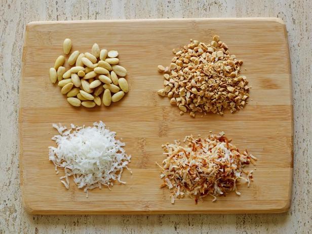 1: Жареная кокосовая стружка и орехи