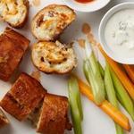 Чесночный хлеб с начинкой из курицы Баффало