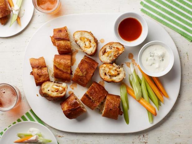 Фото Чесночный хлеб с начинкой из курицы Баффало