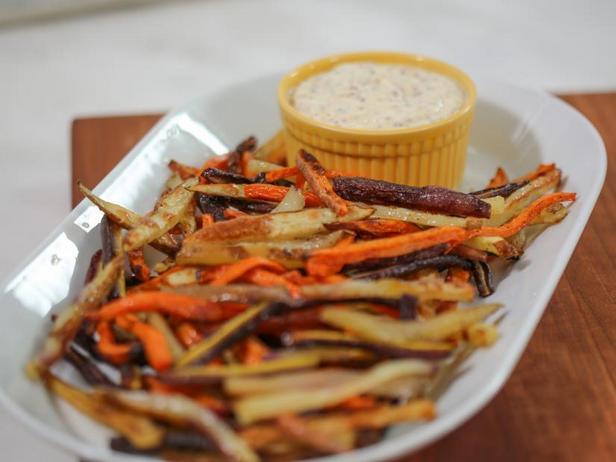 Фото Овощные палочки с соусом айоли