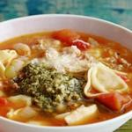 Фасолевый суп с итальянскими пельменями и зелёной заправкой