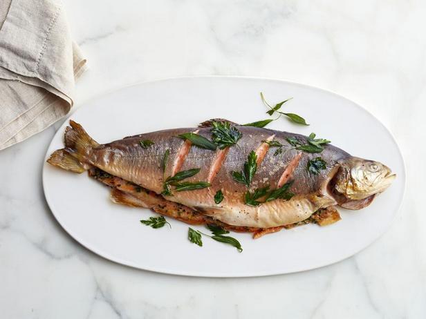 Фото блюда - Запечённый в духовке арктический голец с зеленью