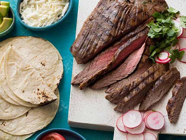 Фото блюда - Фланк стейк в маринаде из текилы, чеснока и лайма на гриле