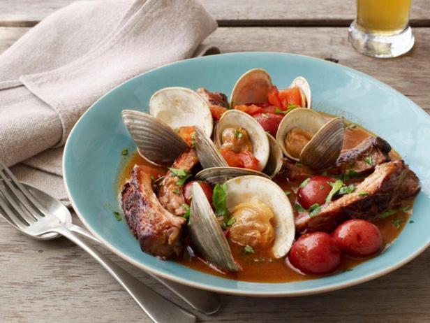 Фото блюда - Суп из моллюсков с тушеными в пиве свиными ребрами