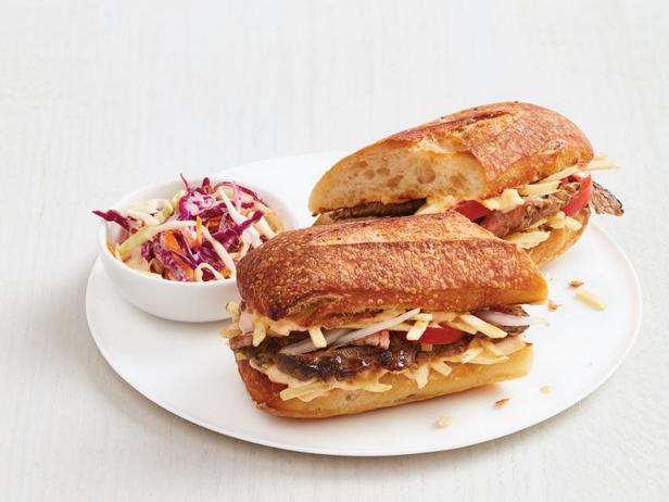 Фото Кубинский сэндвич с говядиной и картофельной соломкой