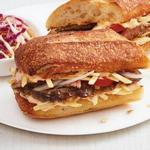 Кубинский сэндвич с говядиной и картофельной соломкой
