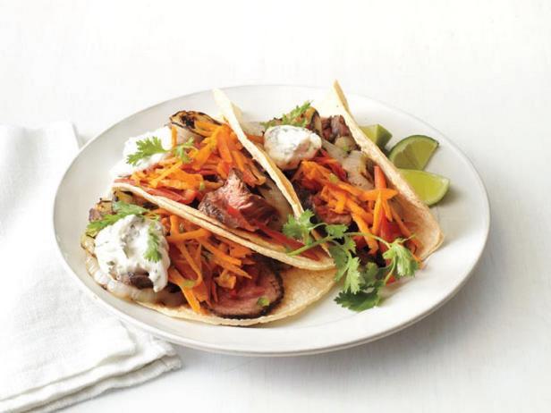 Фотография блюда - Тако карне асада с морковью и перцами