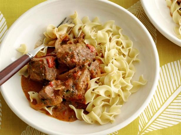 Фотография блюда - Паприкаш из говядины в мультиварке
