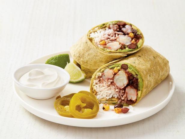 Фотография блюда - Буррито с креветками и авокадо