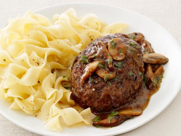 Фотография блюда - Солсбери стейк с грибной подливой