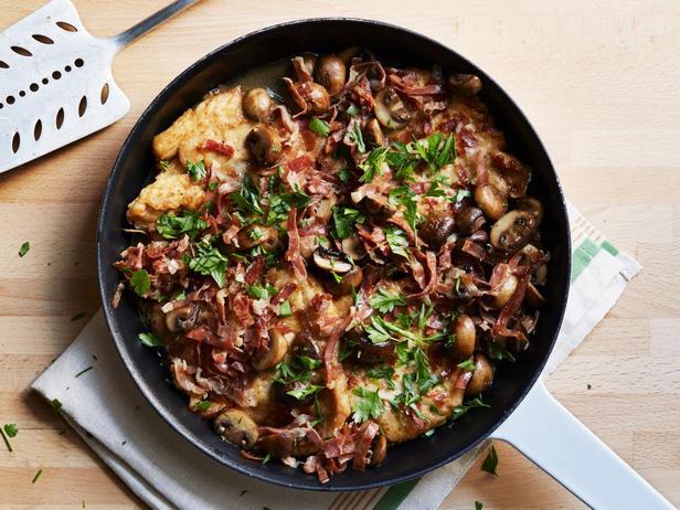 Фотография блюда - Куриные грудки в соусе марсала