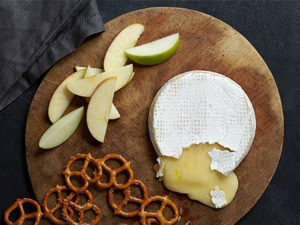 Фотография блюда - Запеченный сыр бри