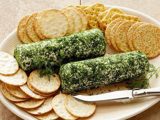 Фотография блюда - Козий сыр в обсыпке из укропа