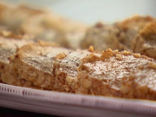 Фотография блюда - Cырные крекеры с грецкими орехами