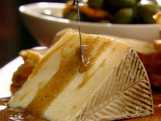 Фотография блюда - Тапас из испанского сыра с медом