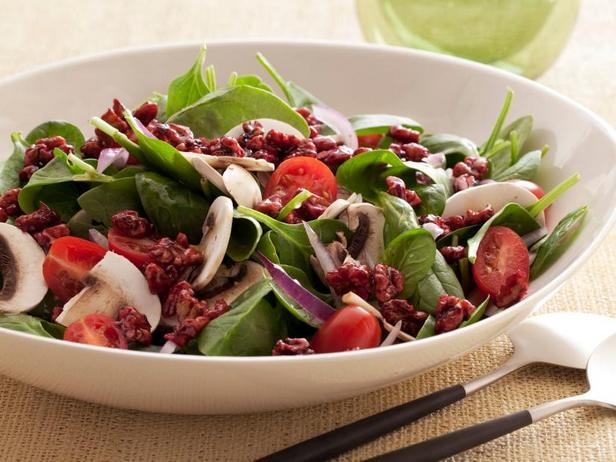 Фото Суперполезный салат из шпината с грецкими орехами в гранатовой глазури