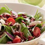 Суперполезный салат из шпината с грецкими орехами в гранатовой глазури