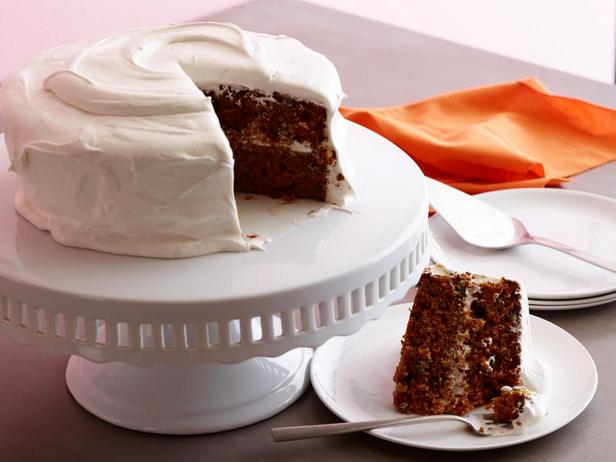 Фото блюда - Морковный торт со сливочно-зефирной глазурью