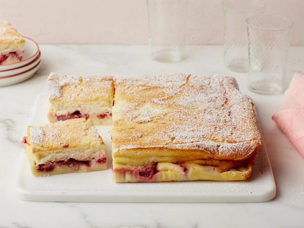 Фотография блюда - Волшебный слоёный пирог с ягодами
