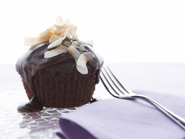 Фотография блюда - Шоколадные капкейки с кокосом