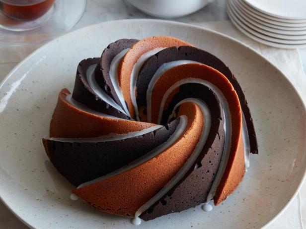 Фотография блюда - Кекс с шоколадно-ванильными спиралями