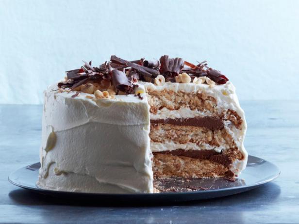 Фотография блюда - Шоколадно-ореховый торт Дакуаз