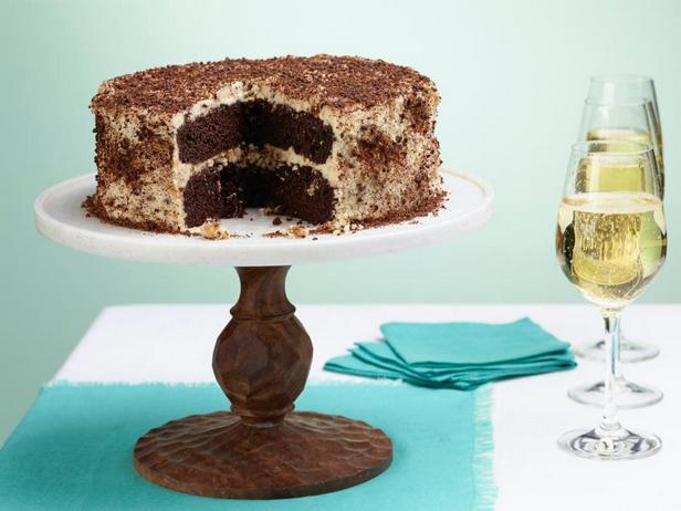 Фотография блюда - Шоколадный торт с творожным кремом и орехами в карамели