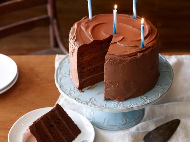 Фотография блюда - Большой шоколадный именинный торт