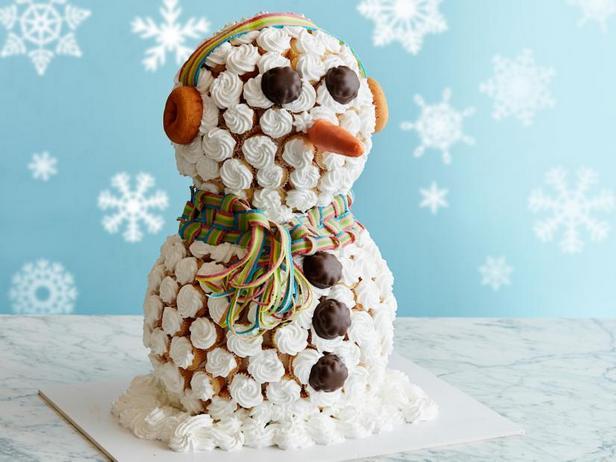 Фото Гигантский снеговик из капкейков