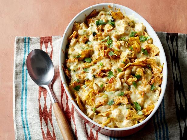 Фото блюда - Острая запеканка с курицей и чипсами из тортильи