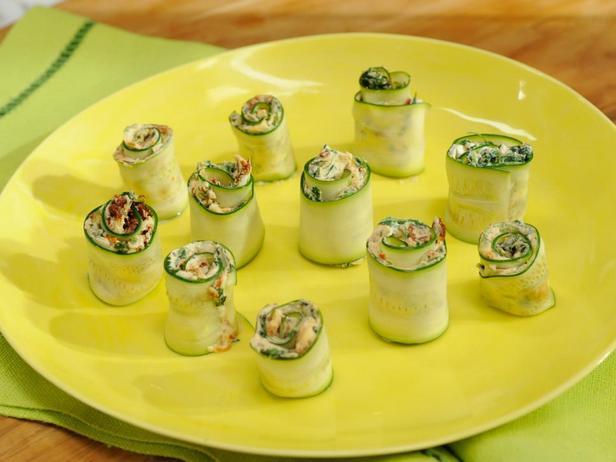 Фотография блюда - Рулетики из цуккини с козьим сыром