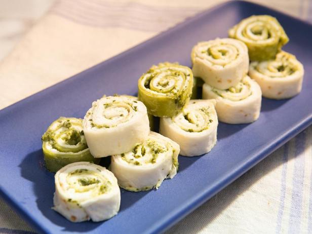 Фотография блюда - Рулетики с песто и козьим сыром