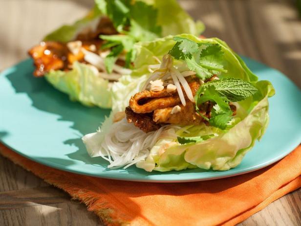 Фотография блюда - Свинина по-азиатски в чашах из салата