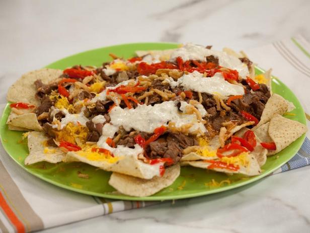 Фотография блюда - Начос с ростбифом в соусе барбекю
