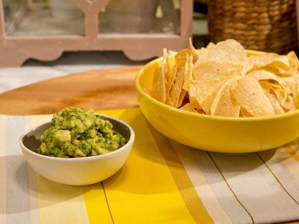 Фотография блюда - Простой соус гуакамоле