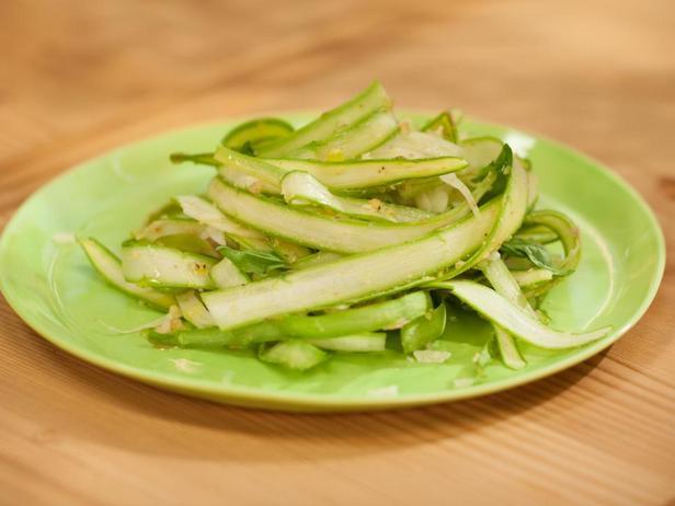Фотография блюда - Салат из струганой спаржи и фенхеля