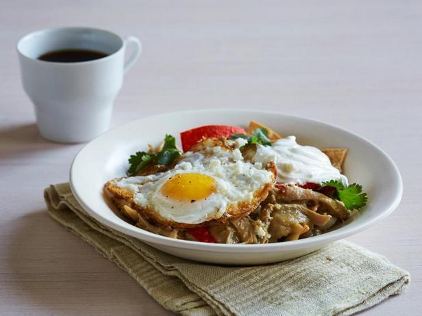 Фотография блюда - Чилакилес с курицей и соусом из физалиса