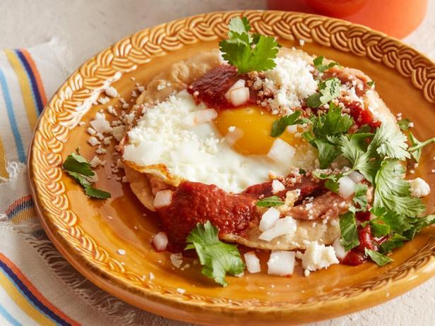 Фотография блюда - Мексиканская яичница – Уэвос Ранчерос