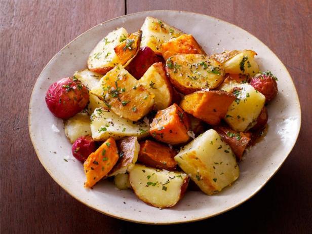 Фотография блюда - Картофельный микс, запеченный с травами
