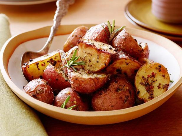 Фотография блюда - Картофель, запеченный с розмарином