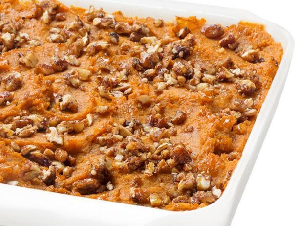 Фотография блюда - Запеканка из сладкого картофеля с ореховой посыпкой
