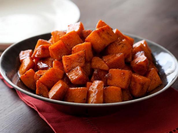 Фотография блюда - Сладкий картофель, запеченный с медом и корицей
